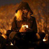 Kerzen für die Opfer von Oakland