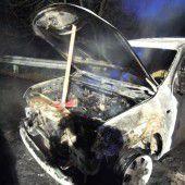 Erst Rauch, dann Flammen im Motorraum
