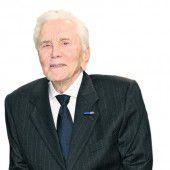 Kirk Douglas trainiert für Ansprache zum 100er