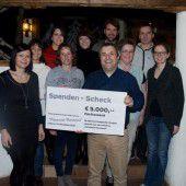 Arbeitskreis der Pfarre Laterns spendet zwei Mal 5000 Euro