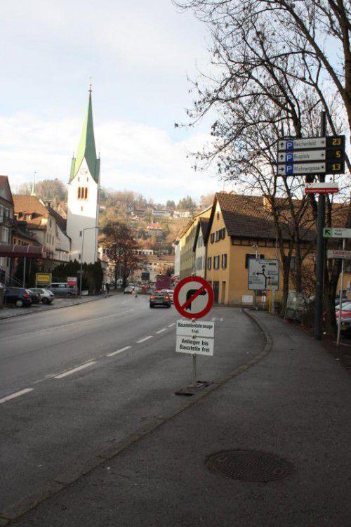 Die Durchfahrt Richtung Bahnhof bleibt gesperrt. Foto: doh