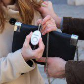 Taschenalarme nur für Frauenorganisationen