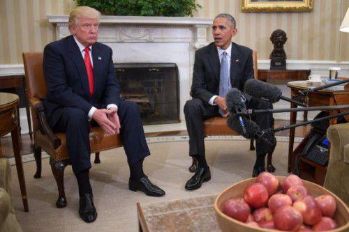 Trotz Spannungen halten US-Präsident Barack Obama und sein Nachfolger Donald Trump ihre Gespräche weiter aufrecht. Foto: afp