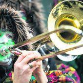 Lautstarkes Guggamusiken-Konzert in Dornbirn