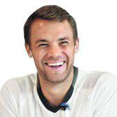 Hat sich Manuel Neuer verlobt?