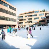 Eislaufen in der Flanierzone am Götzner Garnmarkt