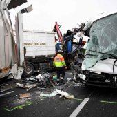 Crash mit Bussen und Lkw bei Paris
