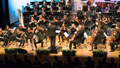 Akkordeonist Goran Kovacevic mit dem Jugendsinfonieorchester Mittleres Rheintal unter Markus Pferscher. Foto: Stiplovsek