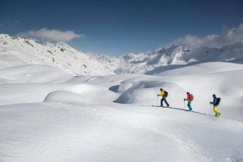Beim Skitouren-Festival in Gargellen messen sich ambitionierte und erfahrene Tourengeher auf unterschiedlichen Distanzen. Darüber hinaus gibt es ein spannendes Rahmenprogramm. foto: stefan kothner/montafon tourismus