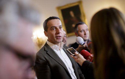 Bundeskanzler Kern (im Bild) und Vizekanzler Mitterlehner traten getrennt voneinander vor Journalisten, um die Einigung zu verkünden. APA