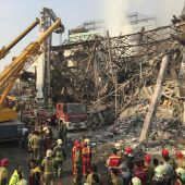 Einkaufszentrum bei Brand eingestürzt