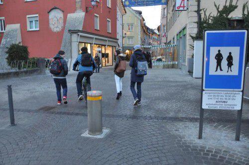 Der neue Senkpoller im Bereich des Sparkassenplatzes.  Foto: Stadt