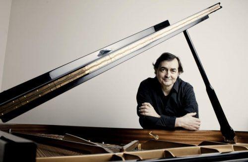 Pianist Pierre-Laurent Aimard ist amSonntag im Festspielhaus zu hören. marco borggreve