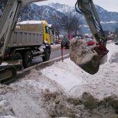 Schwarzbach in Bludesch durch Schnee verlegt