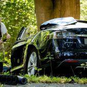Unfallautos unter Spannung