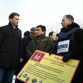 Kurz besucht Kriegsgebiet in der Ostukraine