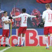 Aufsteiger Leipzig bleibt Bayern auf den Fersen