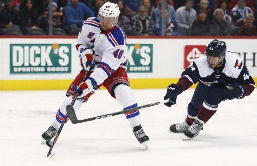 Michi Grabner (l.) leistete beim 6:2-Erfolg der New York Rangers gegen Colorado die Vorarbeit zum letzten Treffer.  Foto: AP