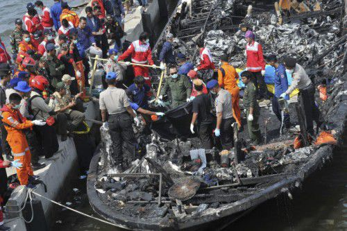 Polizeiangaben zufolge ging der Brand von einem Aggregat zur Stromerzeugung aus. Foto: AP
