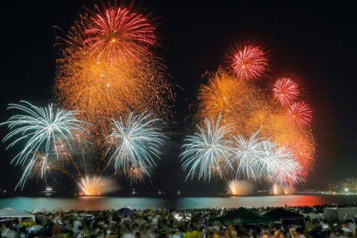 Rund zwei Millionen Menschen haben bei einer der größten Silvesterpartys der Welt in Rio de Janeiro das Jahr 2017 begrüßt.  Foto: Reuters