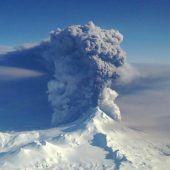 Vulkan Bogoslof  ausgebrochen