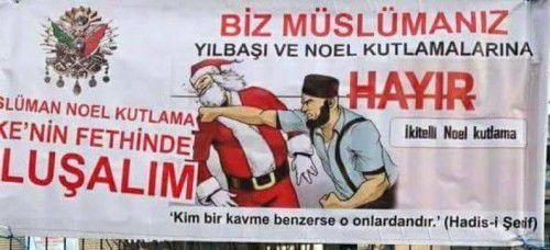 """Um die """"Reina"""" hingen solche Plakate, auf denen u. a. sinngemäß stand: """"Wir sind Muslime. Nein zum Feiern von Neujahr und Weihnachten."""""""