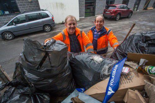 Wolfgang Hagen und Reinhard Fitz (v. l.) haben es geschafft. Lustenau ist wieder sauber. Fotos: VN/Steurer