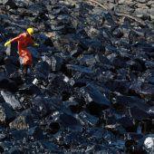 Kampf gegen Ölteppich vor indischer Küste