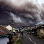Sinabung schleudert Asche kilometerhoch