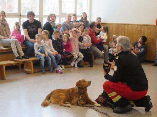 Die Kinder waren fasziniert von den Hunden. Foto: ha