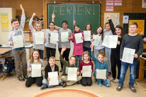 Die Schülerinnen und Schüler der Klasse 4b hatten allen Grund zur Freude. Fotos: D. Stiplovsek