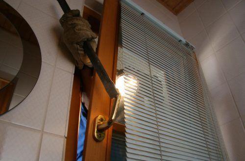 Die zum größten Teil jugendlichen Einbrecher verschafften sich gewaltsam Zugang zu mehreren Objekten. Foto: VN