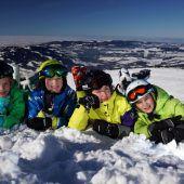 Vier Freundinnen im Schnee