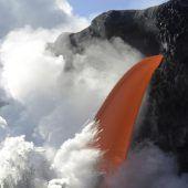 Gewaltiger Lava-Strom ergießt sich ins Meer