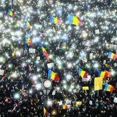 Trotz Einlenken der Regierung wegen des umstrittenen Dekrets halten die Massenproteste in Rumänien an
