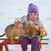 Kuscheln mit dem Hundebaby