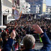 Touristen stürmen Venedig