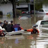 Hunderte Menschen gerettet