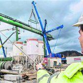 Neuer Containerkran am Terminal Wolfurt aufgebaut