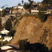 Erdrutsch in Hollywood Hills bedroht Häuser
