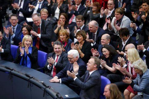 Jubel für den Nachfolger von Joachim Gauck: Die Bundesversammlung kürte Steinmeier zum neuen Präsidenten. FOTO: DPA