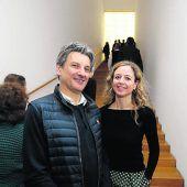 """<p class=""""caption"""">Künstler Arno Egger und die kaufmännische Leiterin Kerstin Appel.</p>"""