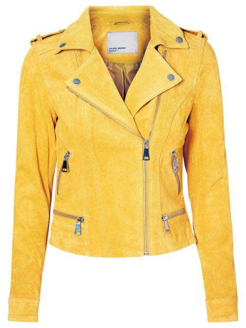 Kurze, gelbe Wildleder-Jacke mit schönen Reißverschlüssen. Gesehen bei Vero Moda um 99,90 Euro.
