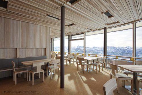 Längle Hagspiel fertigte die Stühle nach dem Entwurf des Architekturbüros Hermann Kaufmann. Foto: Radon
