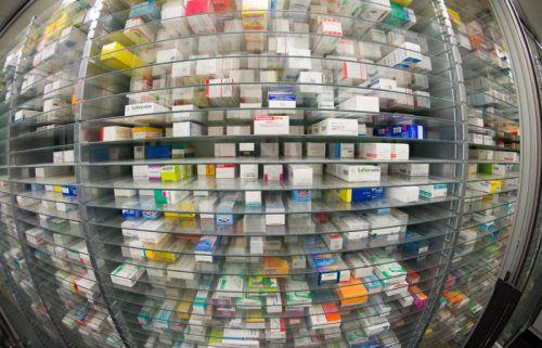 Das Angebot an Medikamenten ist groß. Kommt es bei der Produktion zu einer Panne, kann sich das schnell ändern.dpa
