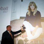 Goldie Hawn begleitet Lugner zum Opernball