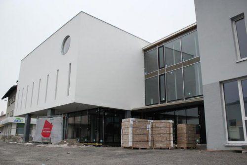 Von außen ist der Moschee-Neubau in der Bludenzer Austraßebereits weit fortgeschritten. Foto: VN/js