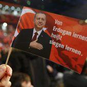 Erdogan wirbt in Europa für Macht
