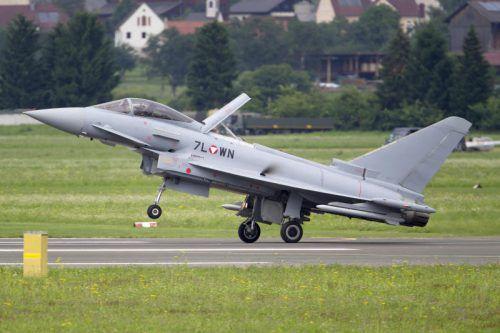 Der Verteidigungsminister denkt laut über eine Stilllegung der Flieger nach.  Foto: APA