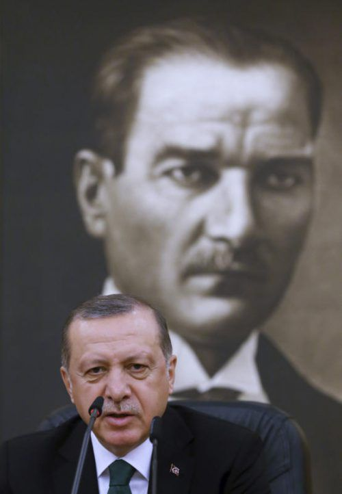 Die Betroffenen sollen aus politischen Gründen, also etwa wegen Kritik an Präsident Erdogan, festgehalten werden. Foto: AP